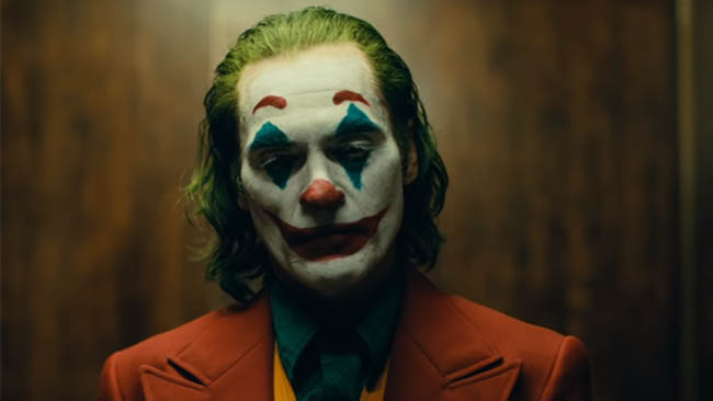 Joaquin Phoenix surprises audience at 'Joker' screening