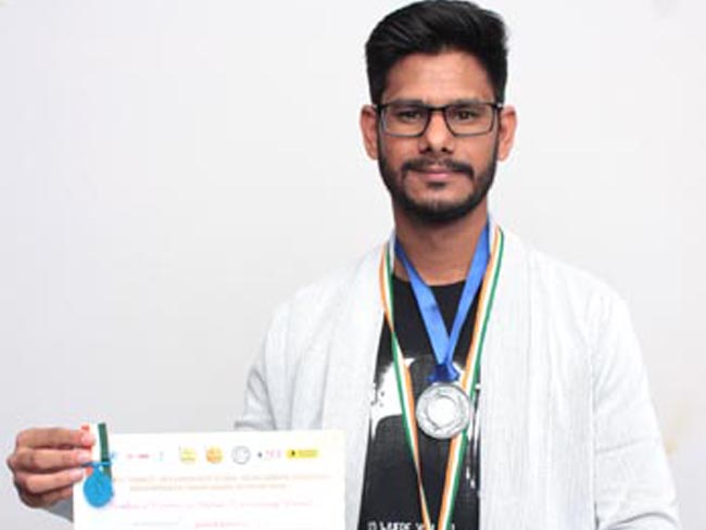 jaipur-s-23-years-old-gautam-kumawat-gets-karamveer-chakra-award