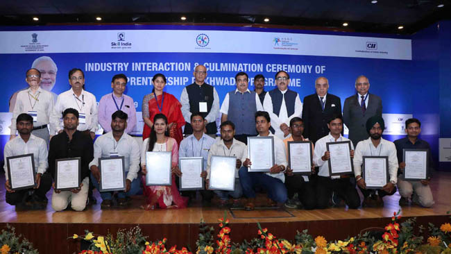 state-govts-and-industry-commit-7-lakh-apprentices-for-the-current-fiscal-year
