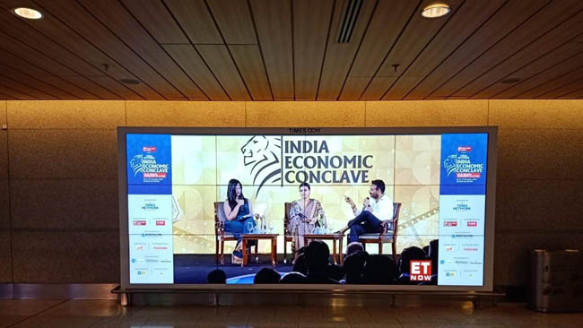 times-ooh-live-streams-india-economic-conclave-2019-with-giant-led-video-walls-at-mumbai-international-airport
