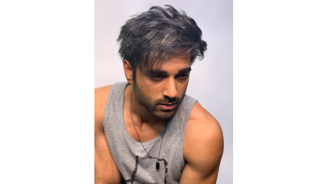 pulkit-samrat-sports-a-unique-salt-and-pepper-hairstyle-for-the-film-taish-and-hairstylist-aalim-hakim-shares-his-input-on-the-look