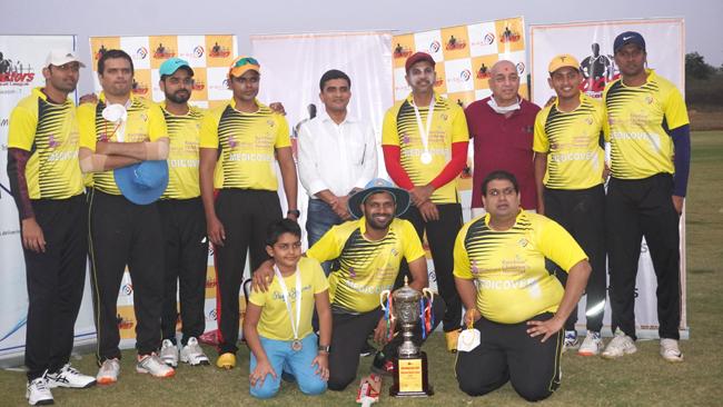 shishuraksha-kamineni-lifts-the-trophy-of-doctors-cricket-league-season-7