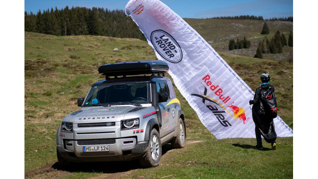 land-rover-defender-supports-the-world-s-toughest-adventure-race