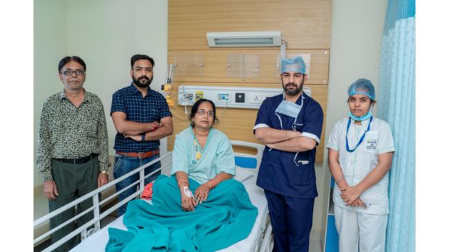 पारस जेके अस्पताल ने शुरू की लैप्रोस्कोपी की अत्याधुनिक तकनीक द्वारा एक छोटे से चीरे से होने वाली एकल चीरा लेप्रोस्कोपिक सर्जरी